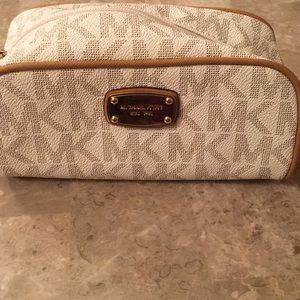 Micheal Kors Make Up bag signature style Brand New